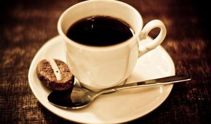Две чаши кафе дневно за млада кожа