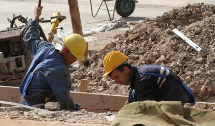 Румънците работят най-дълго в ЕС