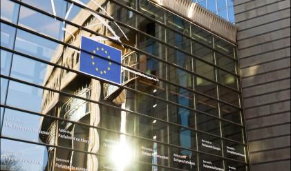 Европа ще проверява рейтинговите агенции