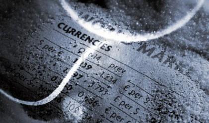 Еврото отстъпва част от позициите срещу долара и йената