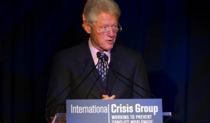 Бил Клинтън заработил повече пари от шефа на Boeing през 2011 г.