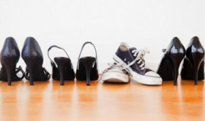 Британките харчат 2.5 млрд. паунда за неудобни обувки