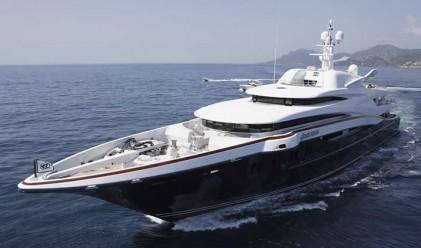 Яхта, по-скъпа от топ именията в САЩ (снимки)