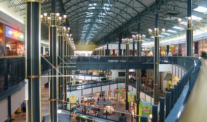 Метрото и новите молове променят пазара на търговски площи