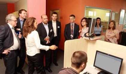 Аутсорсинг компания наема 3 000 служители от региона до 2013 г.