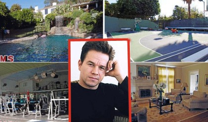 Марк Уолбърг продава трета поред къща (снимки)