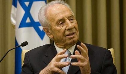 Перес: Израел е в състояние на открита война с Иран