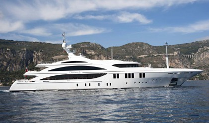 На борда на яхта със седмичен наем от 400 хил. долара