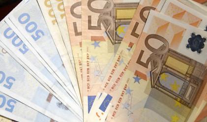 Гърци изнасят милиони евро в чужбина и после декларират ниски доходи
