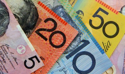 Австралийският долар с двегодишен минимум