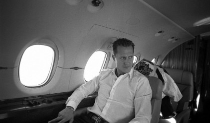 Съпругата на Шумахер продава самолета му