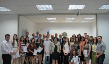Ученици от 18 града завършиха образователната програма на КФН