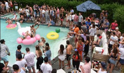 Парти в стил Вълка от Уолстрийт разруши къща за 20 млн. долара