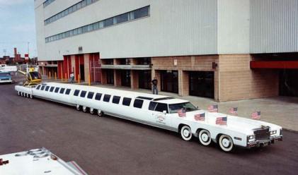 Най-дългата лимузина разполага с басейн