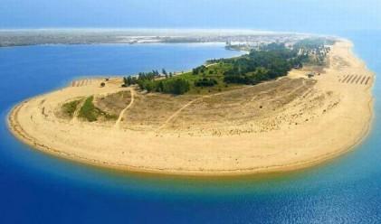 На 362 км от София: удивителният плаж на Керамоти