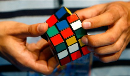 Германец е най-бързият европеец с Кубчето на Рубик