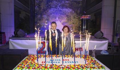 Лев Инс отпразнува 20-ата си годишнина
