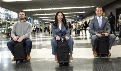 Куфар с мотор развива 13 км/ч на летището