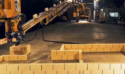 Този робот реди по 1000 тухли на час