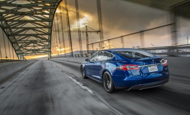 Ето как автомобил Tesla остави Porsche зад себе си
