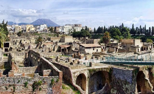 Херкуланеум - древни съкровища, погребани под пепелта на Везувий