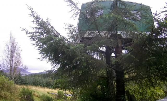 В Шотландия можете да отседнете във фургон на дърво
