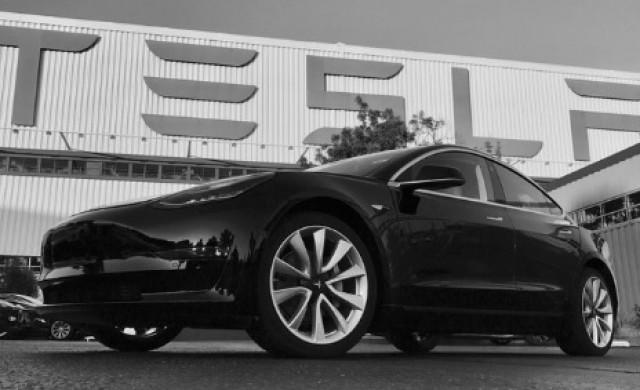 Вижте първата бройка от новия Model 3 на Tesla