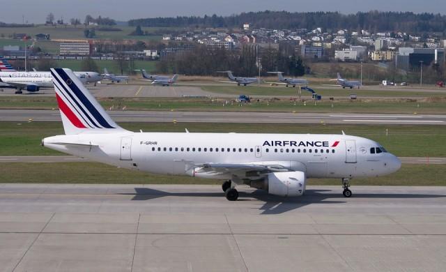 Дъвки Air France и още странни аксесоари на авиокомпании