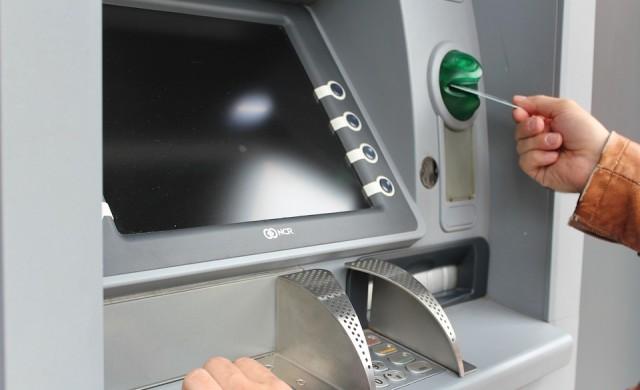 Човек се заклещи в банкомат в Тексас и изпрати бележки за помощ
