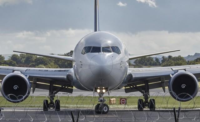 Нискотарифните авиокомпании могат да ви плащат да летите с тях
