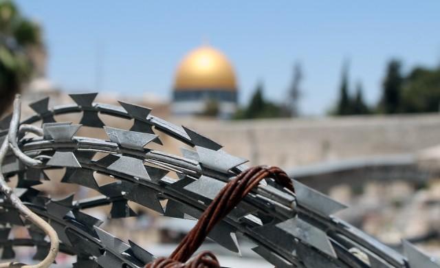 Палестинският президент замразява контактите с Израел