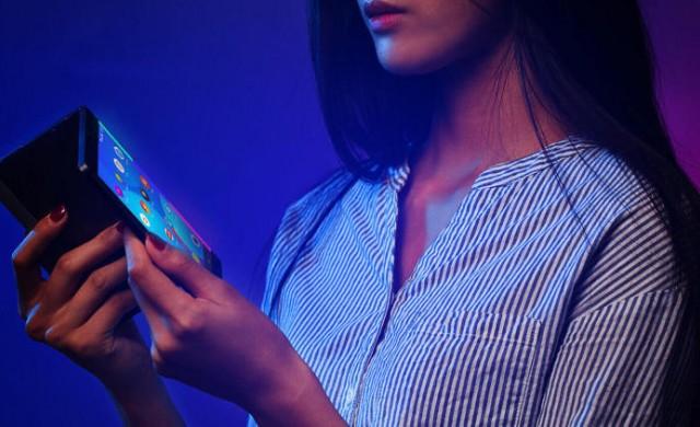 Lenovo показа сгъваем телефон-таблет