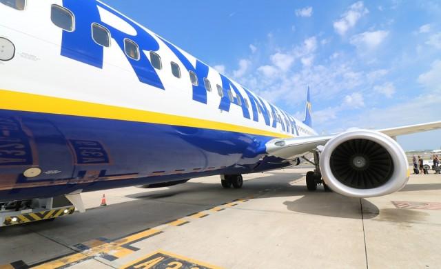 Ryanair заплашва да промени политиката си относно ръчния багаж