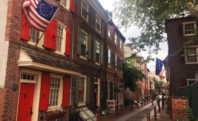 Разходка по най-старата жилищна улица в Щатите
