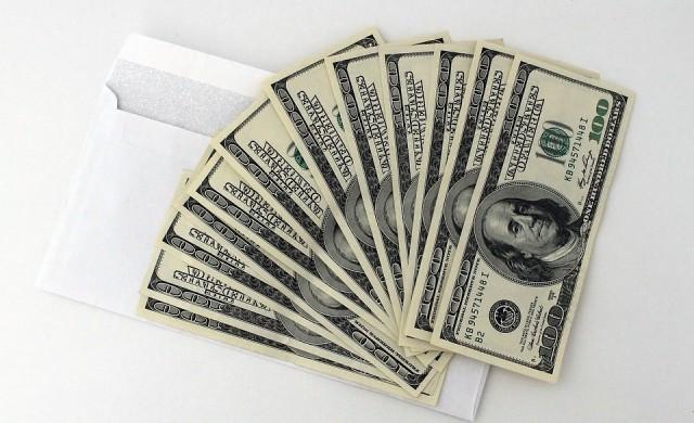 Осъдиха милиардер за даване на подкупи
