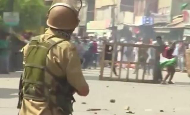 Миризливи бомби от Израел не действат на демонстрантите в Индия