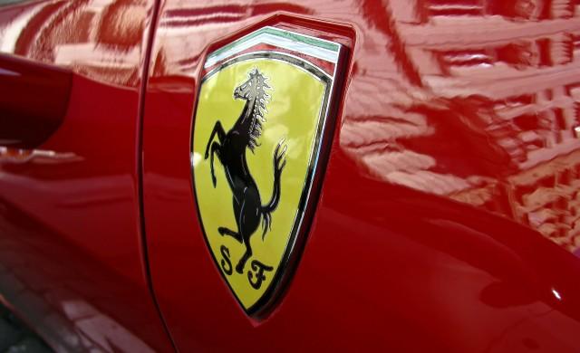 Частица от класическо Ferrari... за 80 долара. Звучи добре, нали?