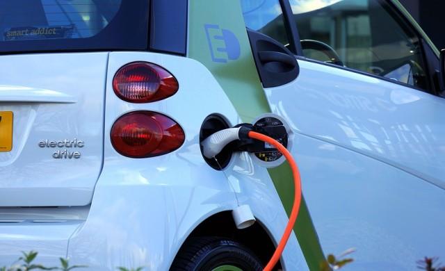 Великобритания ще става световен лидер при електромобилите