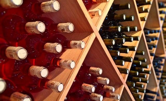 Милиони бутилки испанско вино продадени като френско розе