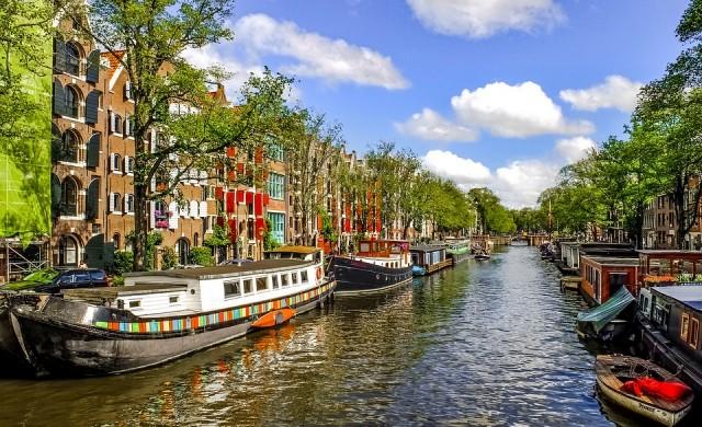 SWEETs Hotel - къщички, кацнали над каналите на Амстердам
