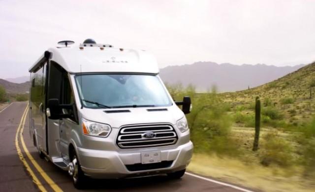 Трансформираха Ford Transit в супер съвременна къща на колела