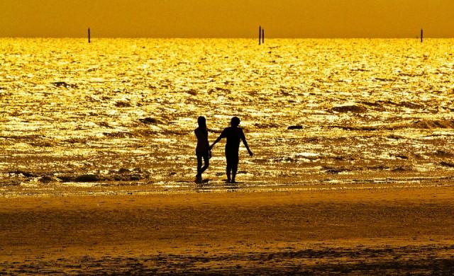 До 10 лева за чадър и шезлонг на плаж Ахтопол-север-източна зона