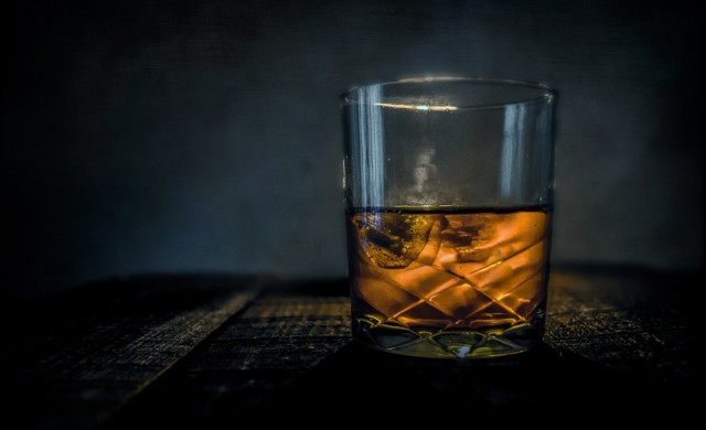 Мълния изгори тонове скъпо уиски (видео)
