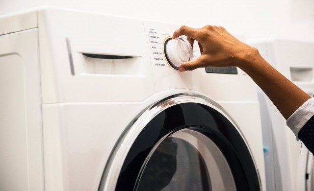 Защо да не перем дрехите си? Съвети на звезди и експерти