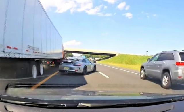 Някои шофьори не се боят да размажат Porsche