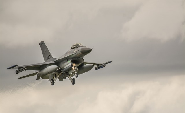 Правителството одобри доклада за сделката за изтребителите F-16