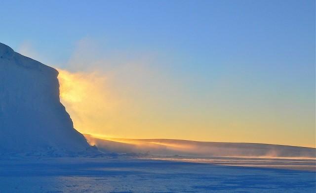 Най-големият айсберг в света отново се движи