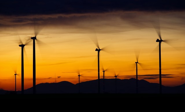 Вятърната енергия в Шотландия вече стига за всички домове по две