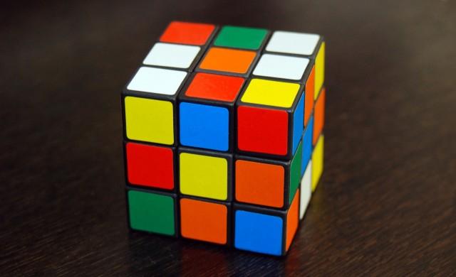 Алгоритъм нареди кубчето на Рубик за по-малко от секунда