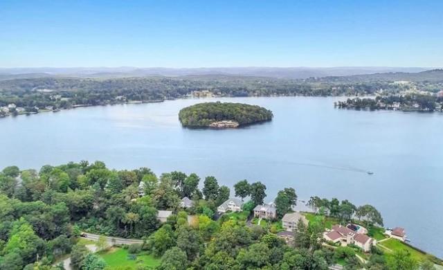 Продават частен остров с форма на сърце и къщи на Франк Лойд Райт
